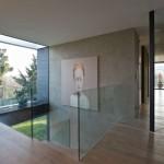 Celoskleněné zábradlí schodiště moderního rodinného domu