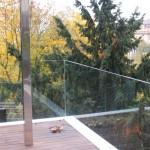 Celoskleněné zábradlí terasy v exteriéru