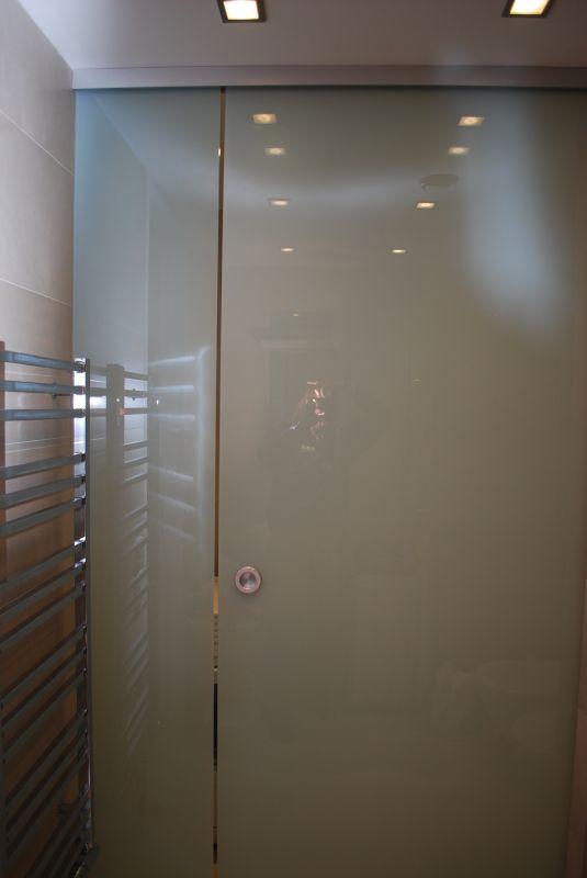 Posuvné celoskleněné dveře - ESG sklo satinato