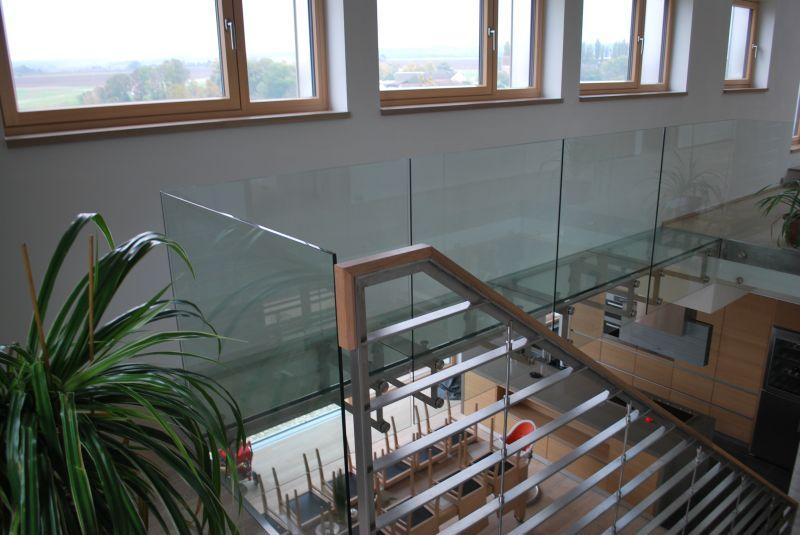 Celoskleněné zábradlí + pochozí skleněná podlaha