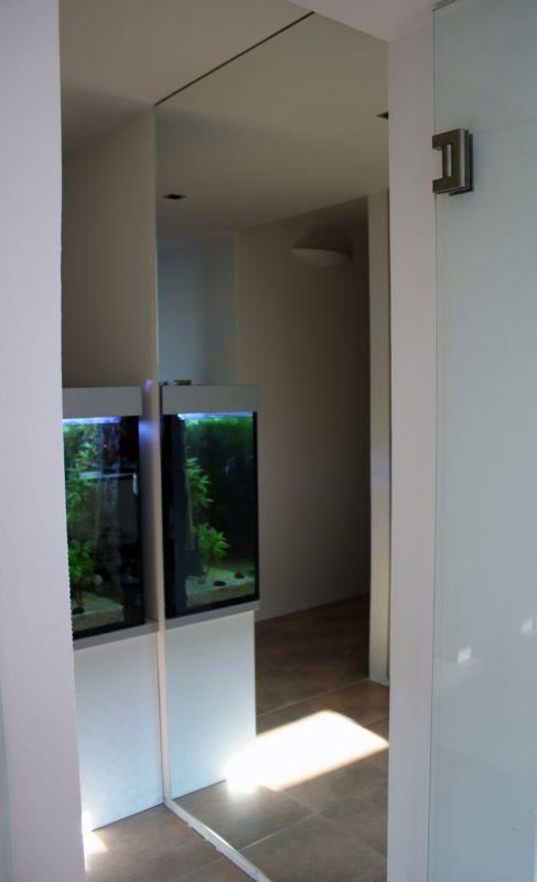Zrcadlo v chodbě